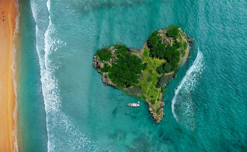 island-tourism-green-country-travel