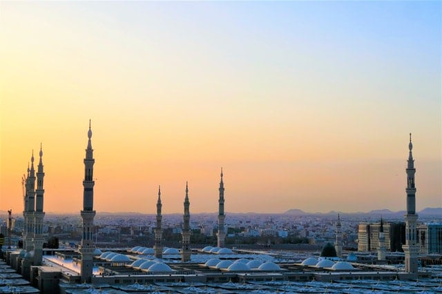 madeena-mosque-saudi-arabia-green-country-travel
